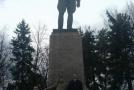 Около памятника Кирову напротив вокзала в Пятигорске
